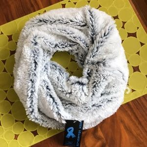 Light grey snood scarf from boutique in France